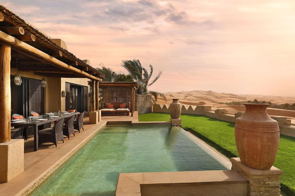 The swimming pool at or near Anantara Qasr al Sarab Desert Resort