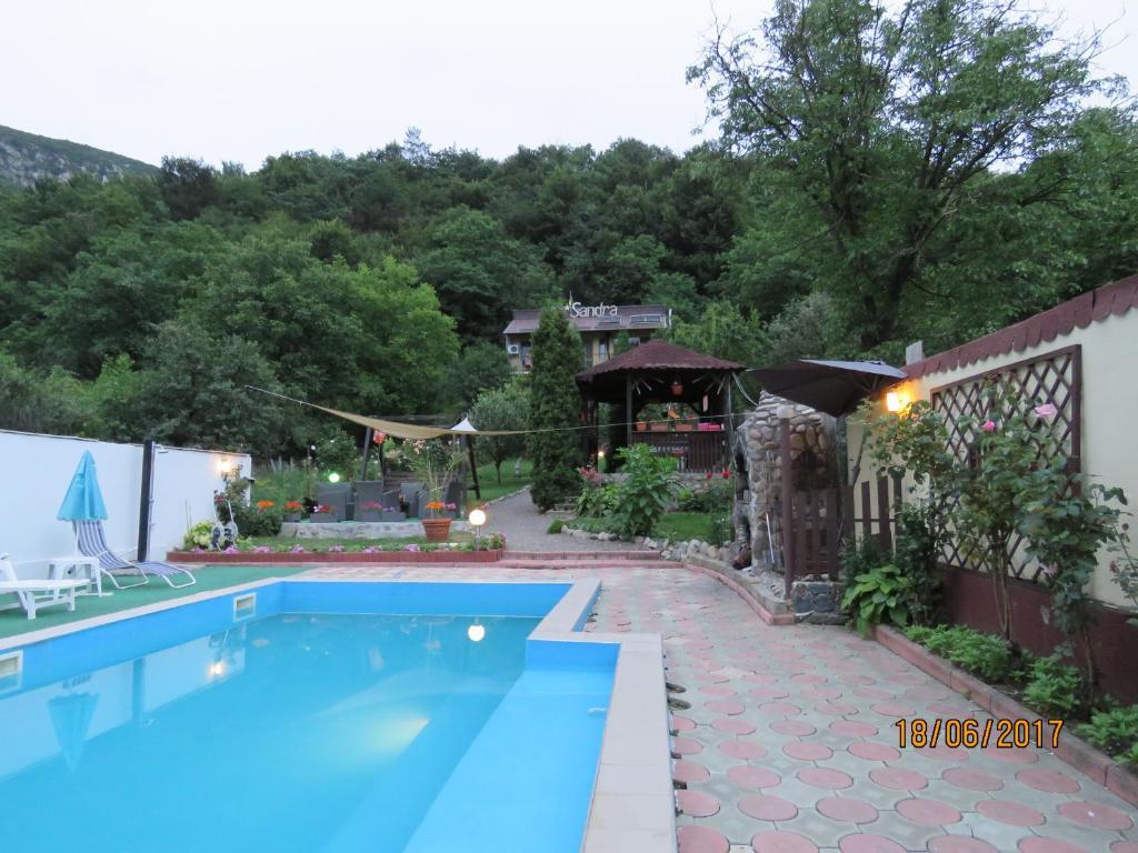 The swimming pool at or near Cazare Casa Sandra
