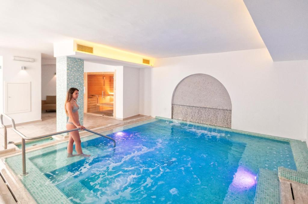 The swimming pool at or close to Family Spa Hotel Le Canne