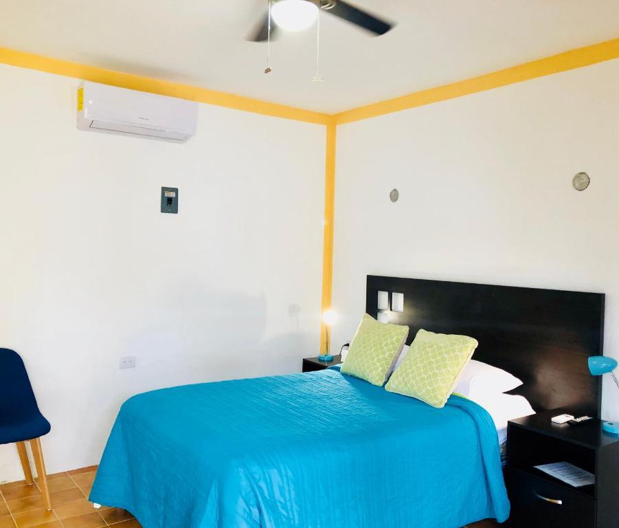 Cama o camas de una habitación en Villa Las Flores Cozumel- Downtown