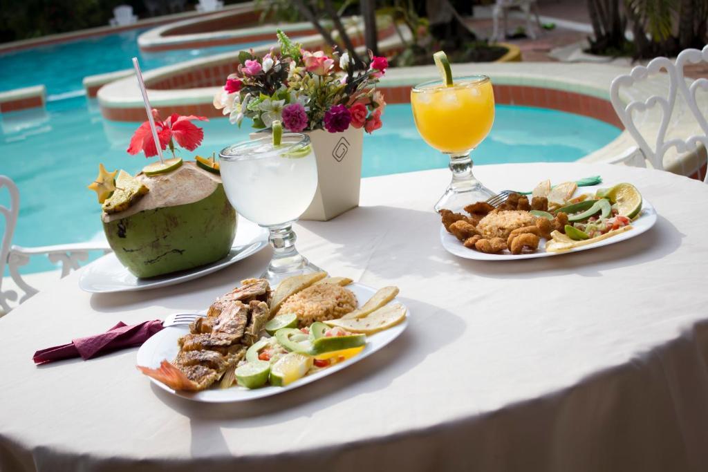 Opciones de comida o cena disponibles para los clientes de Hotel Playa Azul