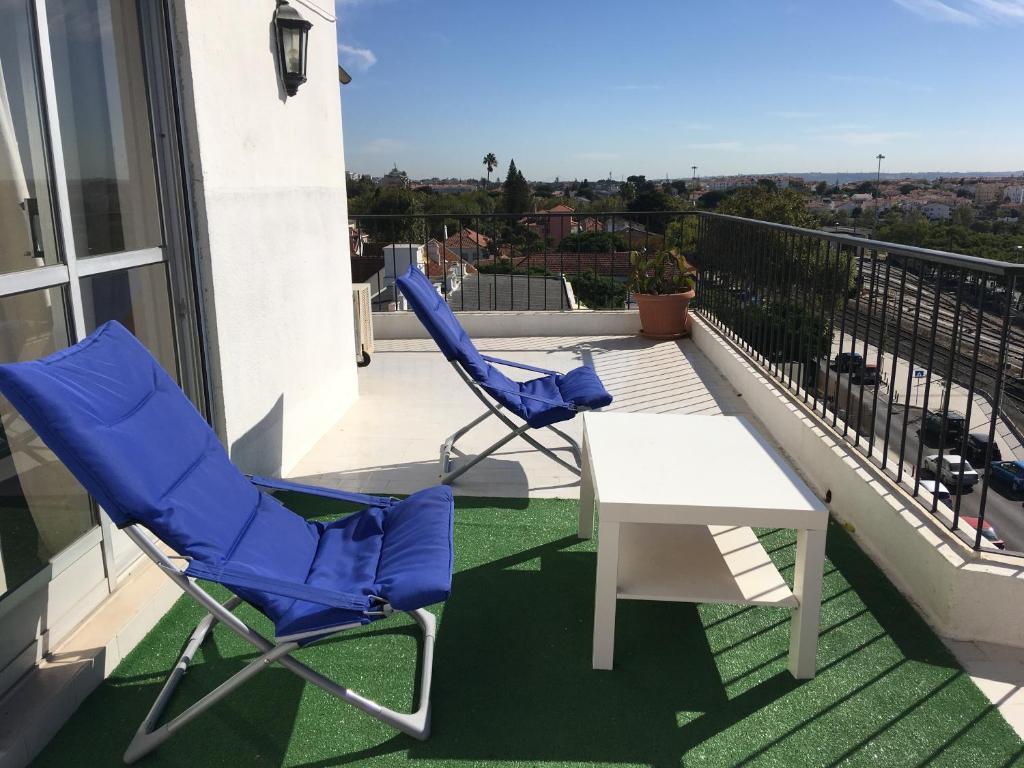 A balcony or terrace at Carcavelos Beach House