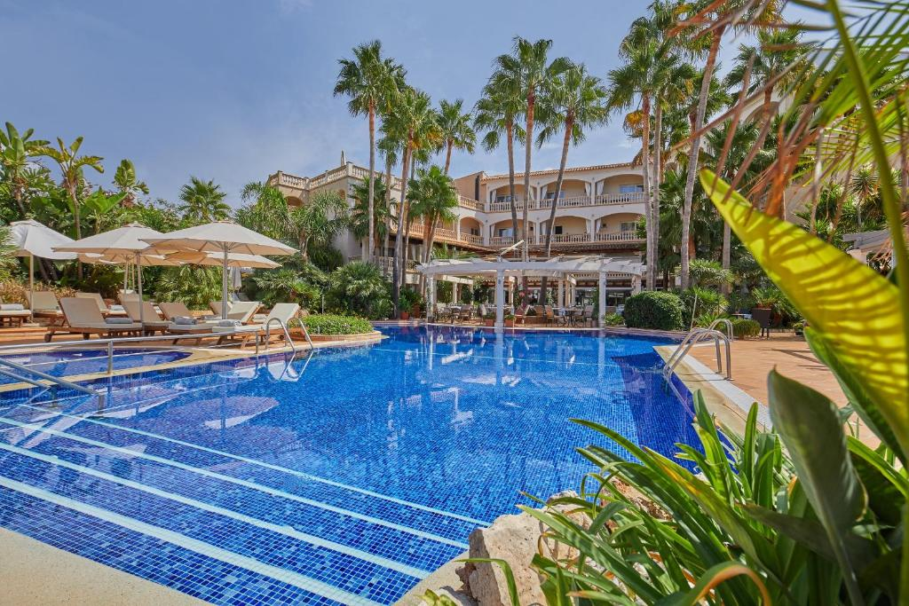 The swimming pool at or near Hotel El Coto