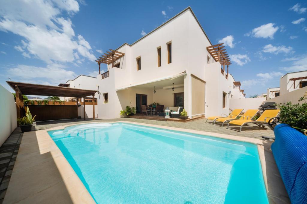 Aquavilla, Costa Teguise, Spain - Booking.com