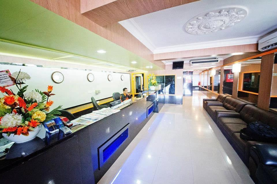 The lobby or reception area at Hotel Bintang Indah