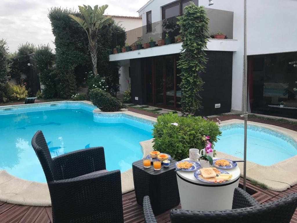 The swimming pool at or near Moradia Esposende