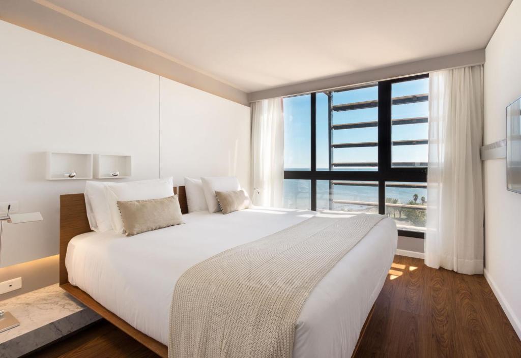 Cama ou camas em um quarto em Esplendor by Wyndham Montevideo Punta Carretas