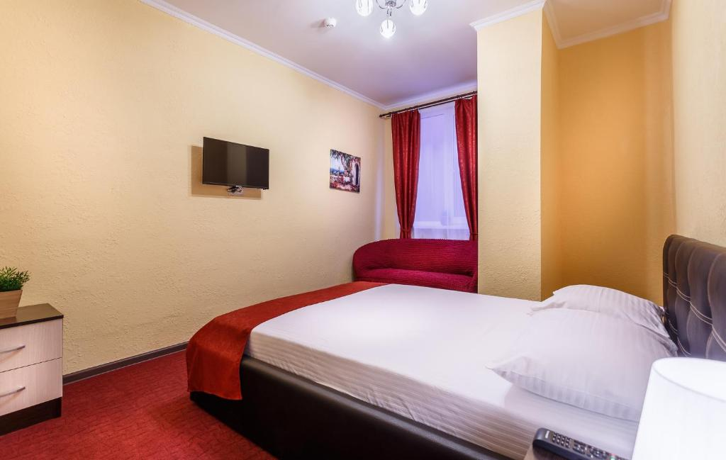 A bed or beds in a room at Hotel Elio