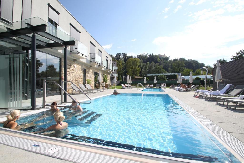 The swimming pool at or near Kaiser von Österreich, Historik- und Thermalhotel