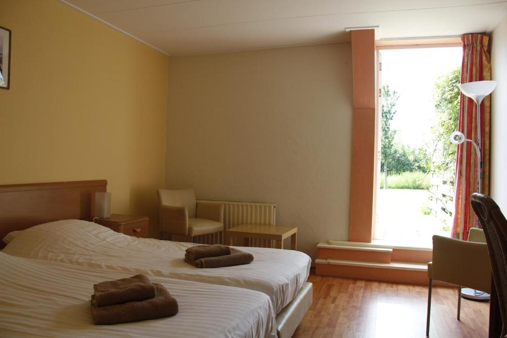 A bed or beds in a room at H2O Hostel Terschelling