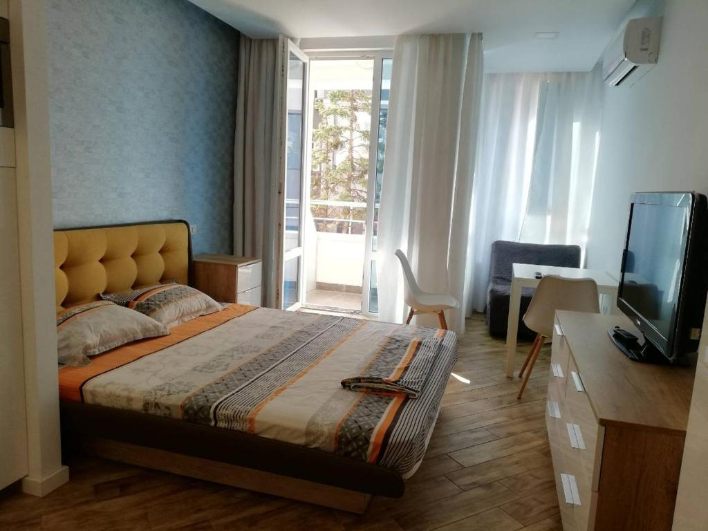 A bed or beds in a room at Diamond Apartment