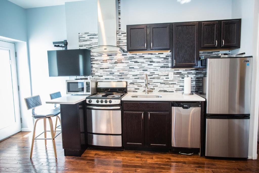 A kitchen or kitchenette at Lawrenceville Suites