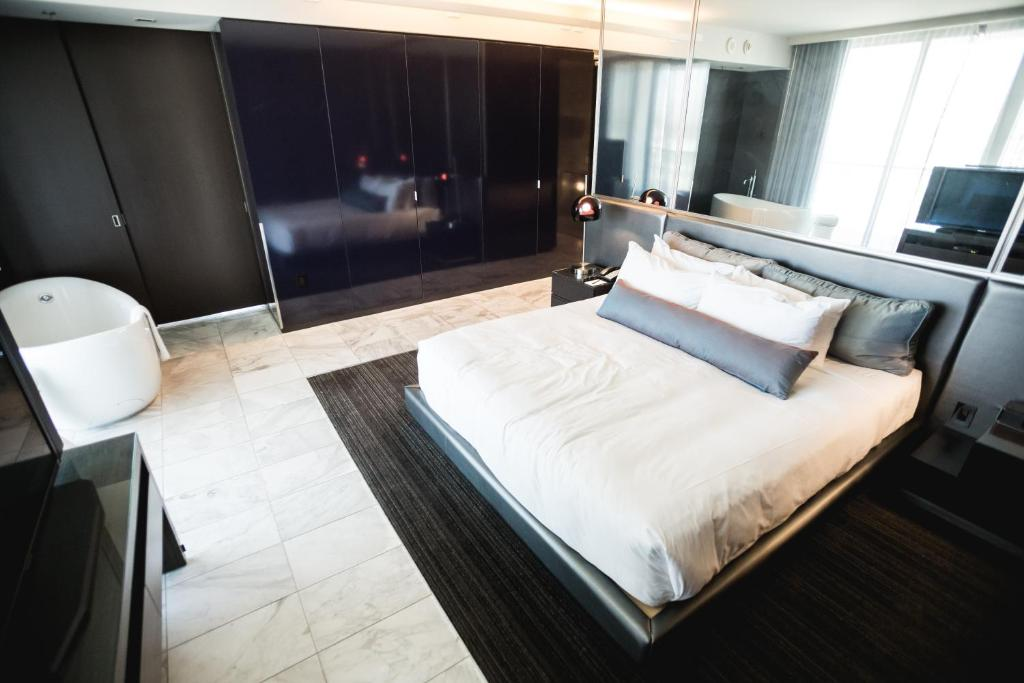 Condo Hotel One Bedroom Studio Suite At Palms Place Las
