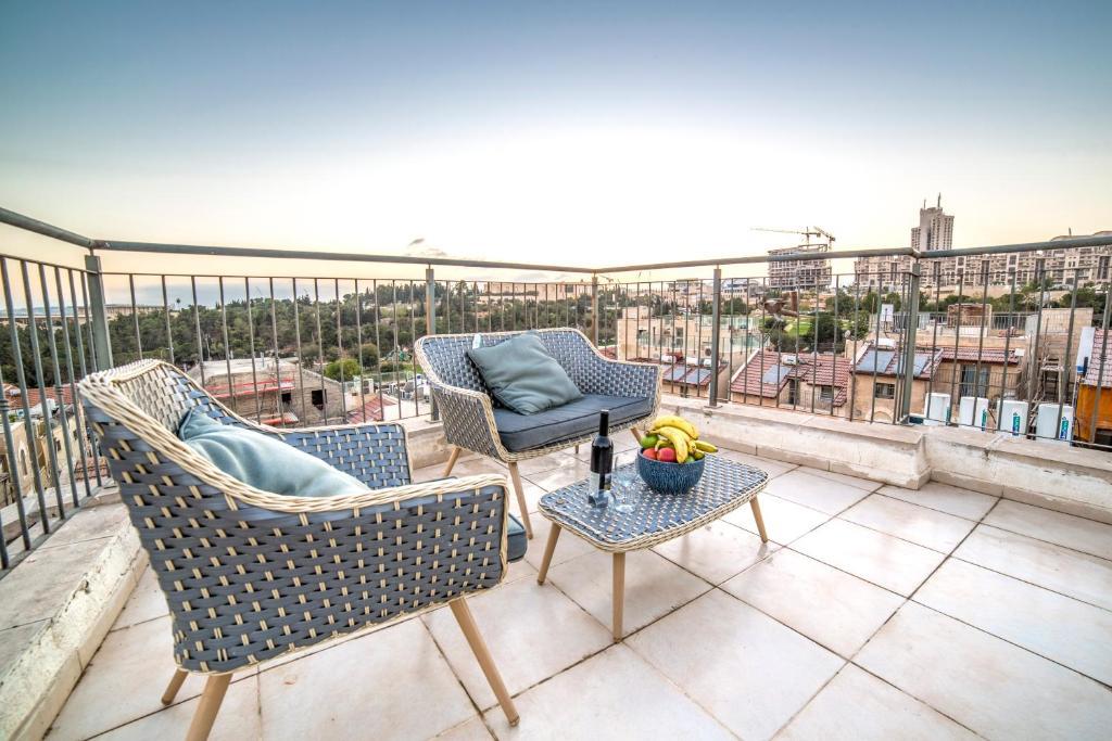 Ein Balkon oder eine Terrasse in der Unterkunft JI apartments (Jonathan Hotel chain)