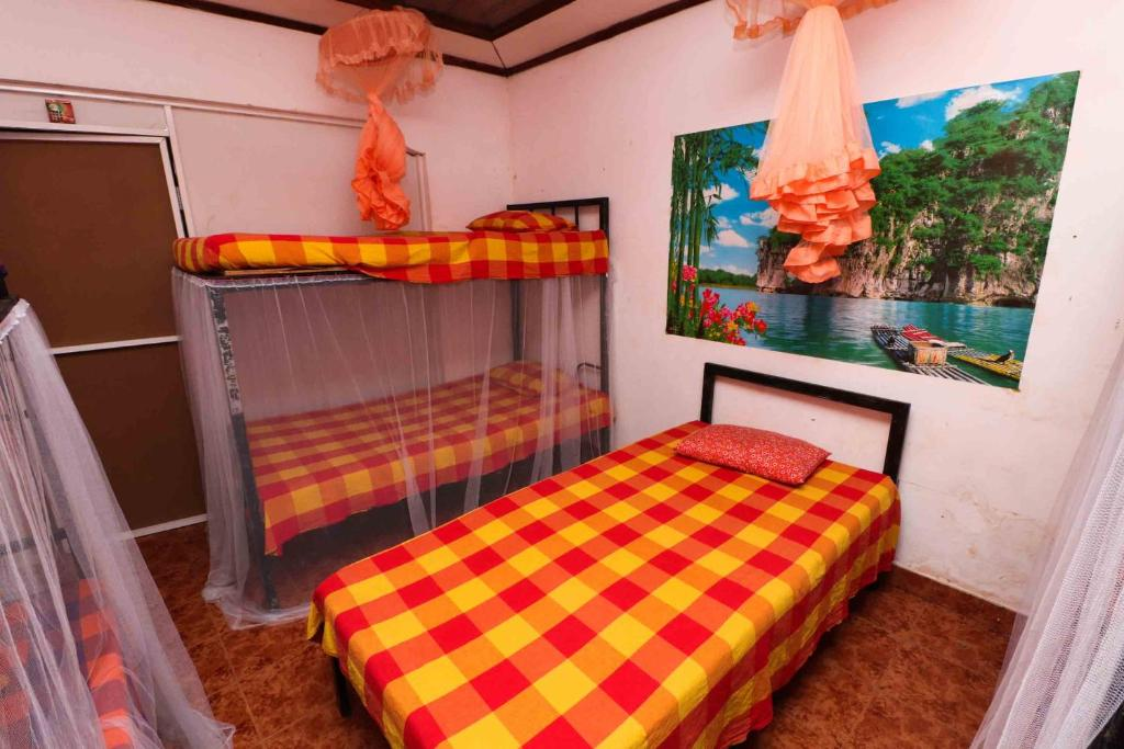A bunk bed or bunk beds in a room at Yoho New Negombo Beach Hostel