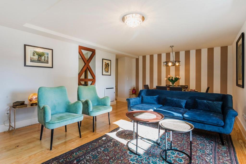 Uma área de estar em Cathedral Luxury and Spacious