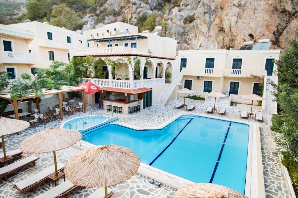 Uitzicht op het zwembad bij Kyra Panagia ApartHotel of in de buurt