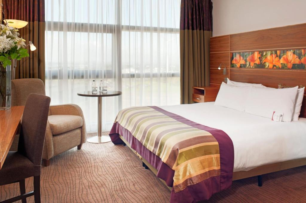 A bed or beds in a room at Crowne Plaza Dundalk