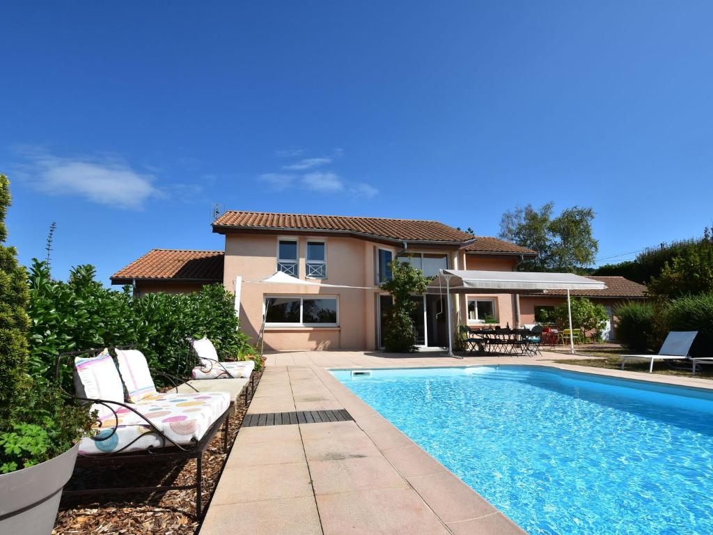 Villa Design Villefranche Sur Saone idyllic villa in leynes with swimming pool, france - booking