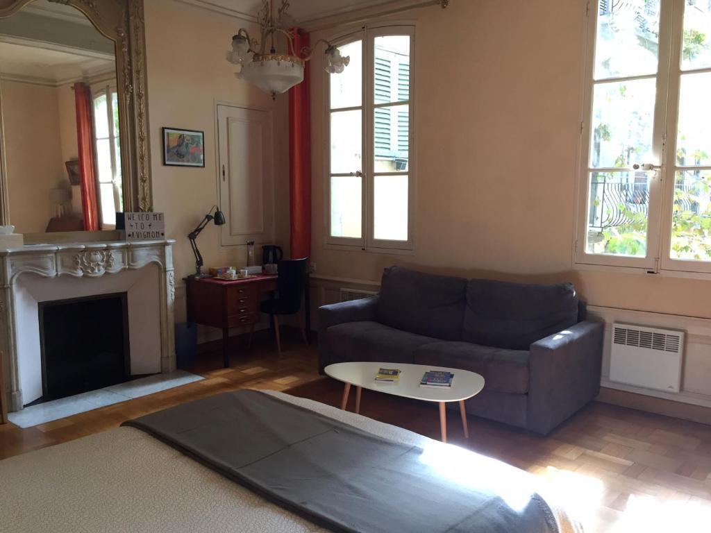 Salle De Bain Provencale guesthouse dépendance provençale + garage, avignon, france