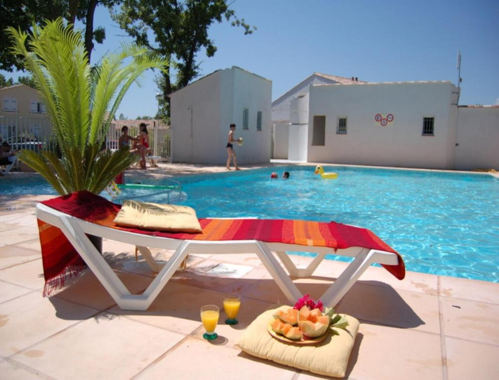 The swimming pool at or near Vacancéole - Les Bastides de Fayence