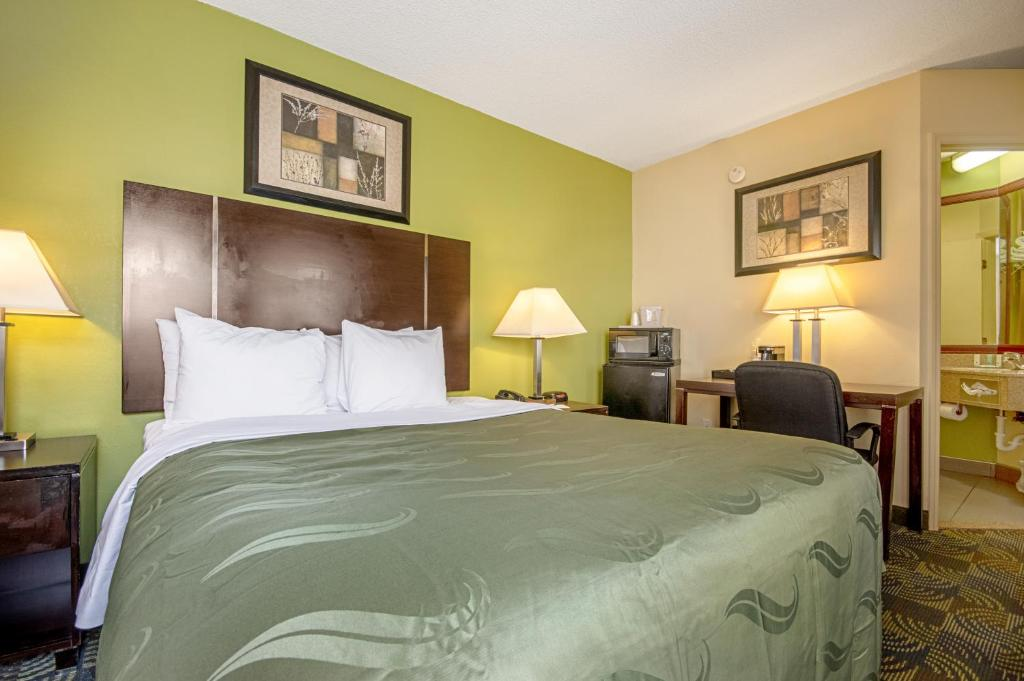 Days Inn and Suites Glenmont/Albany