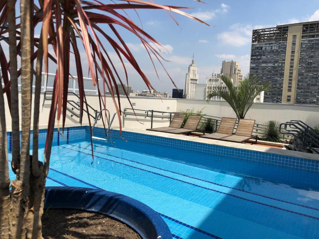 The swimming pool at or close to Sky Studio São Paulo