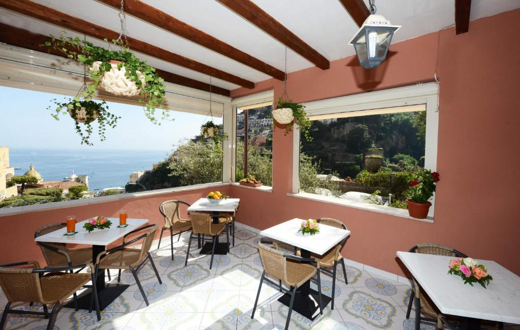A restaurant or other place to eat at Villa Maria Antonietta