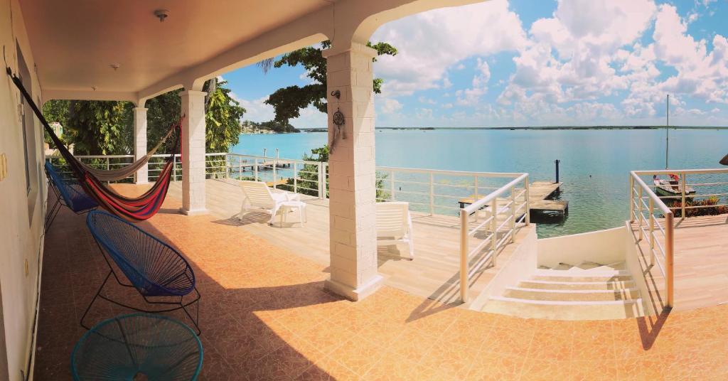 A balcony or terrace at Casa Sol y Luna Bacalar