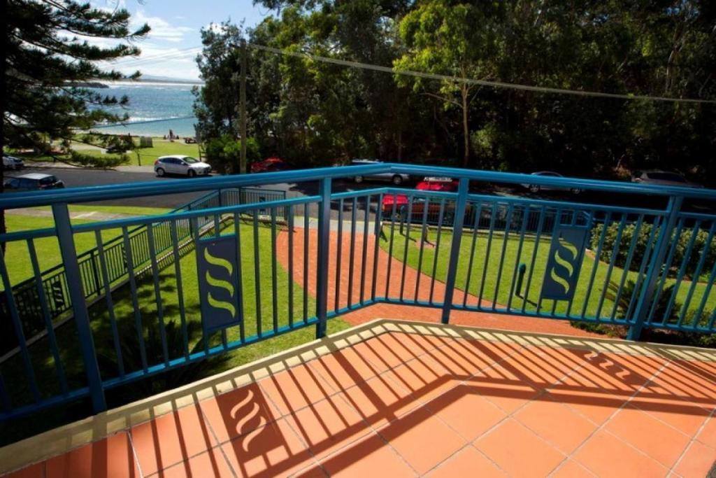 A balcony or terrace at Whitesands, Unit 103, 38 North Street