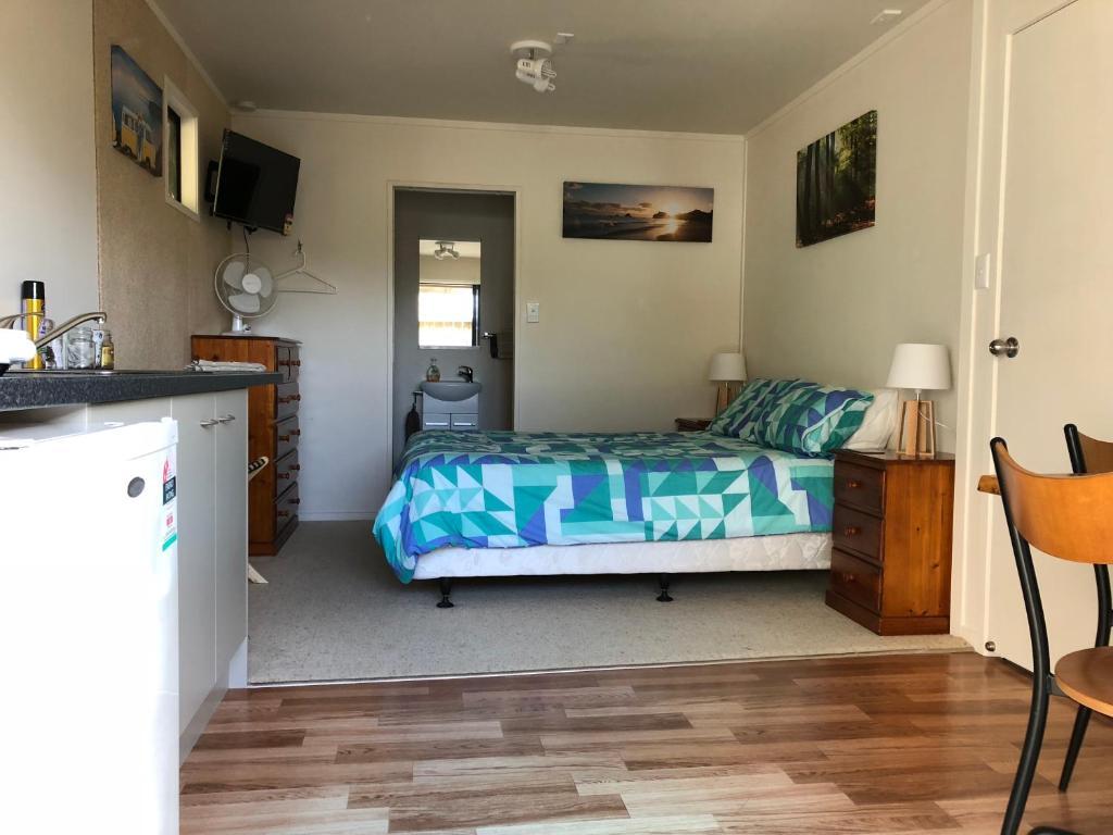 Ein Bett oder Betten in einem Zimmer der Unterkunft Hahei Retreat