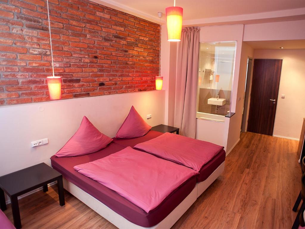 Ein Bett oder Betten in einem Zimmer der Unterkunft Hotel PurPur