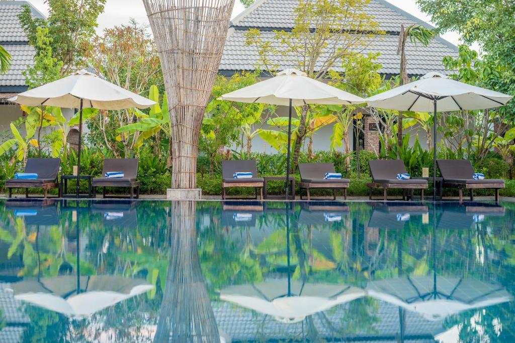 Piscine de l'établissement Asarita Angkor Resort & Spa ou située à proximité