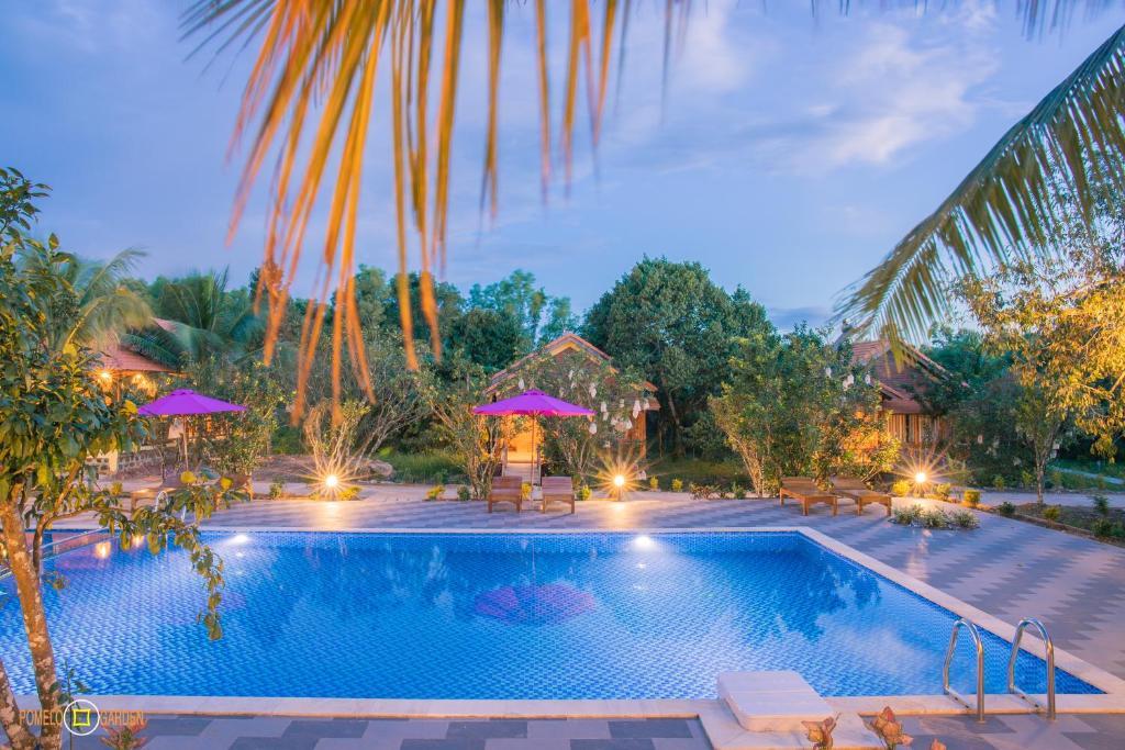 Hồ bơi trong/gần Phu Quoc Pomelo Garden
