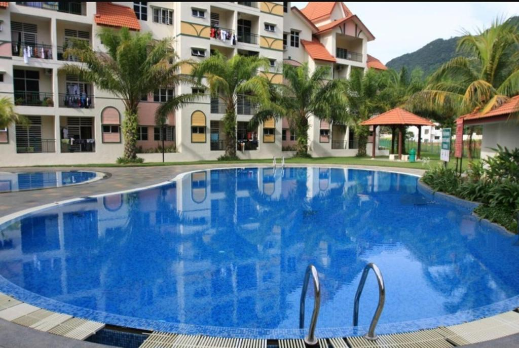 The swimming pool at or close to Sunway alphine village