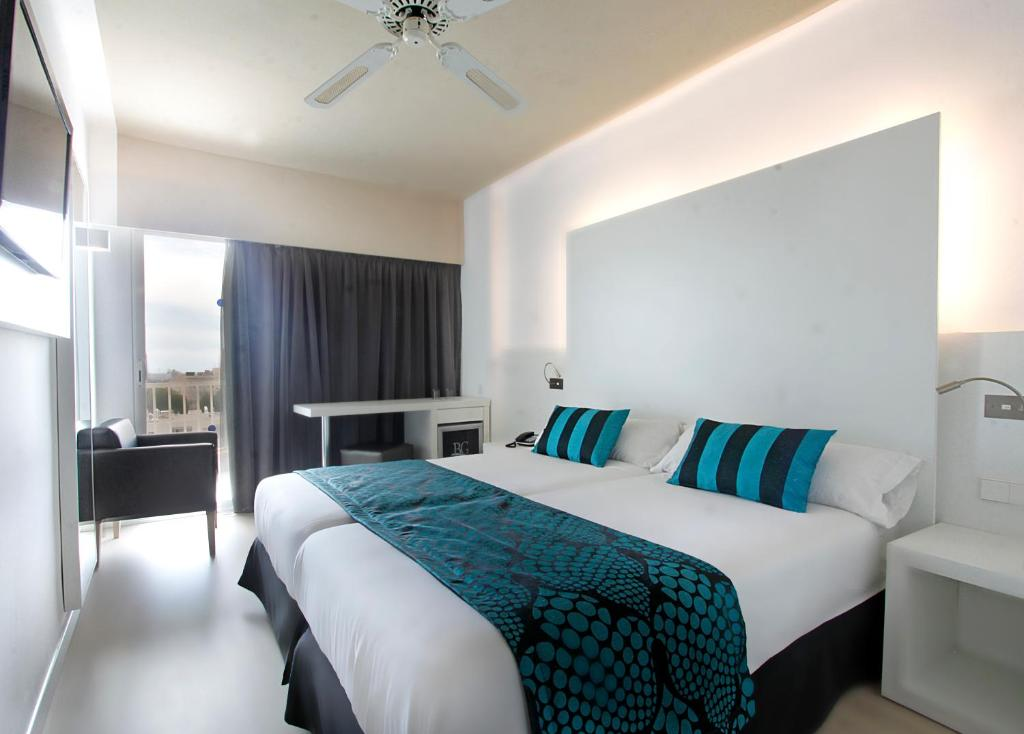 Een bed of bedden in een kamer bij Hotel Caballero