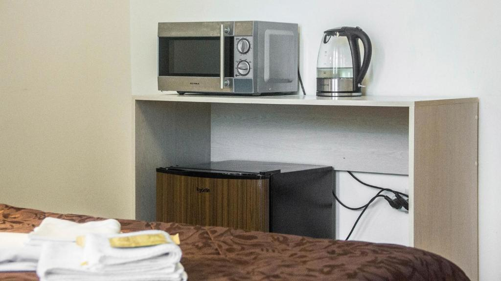 Кухня или мини-кухня в Мини-отель на Лебедева 10 В