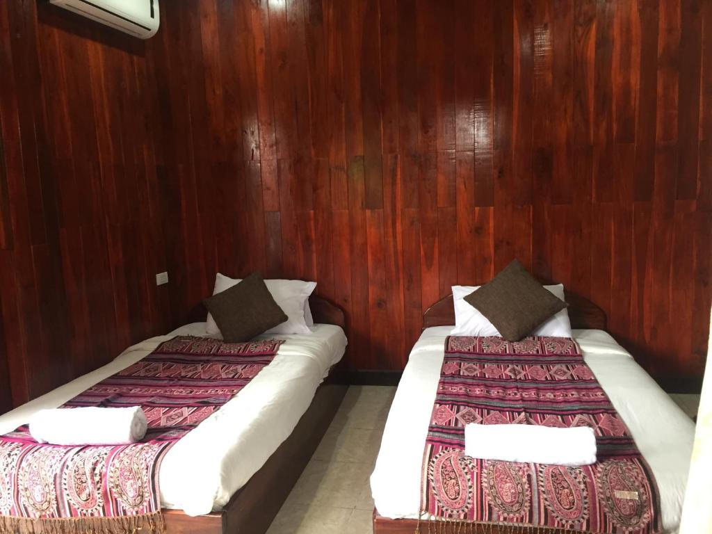 A bed or beds in a room at Nalin Guesthouse