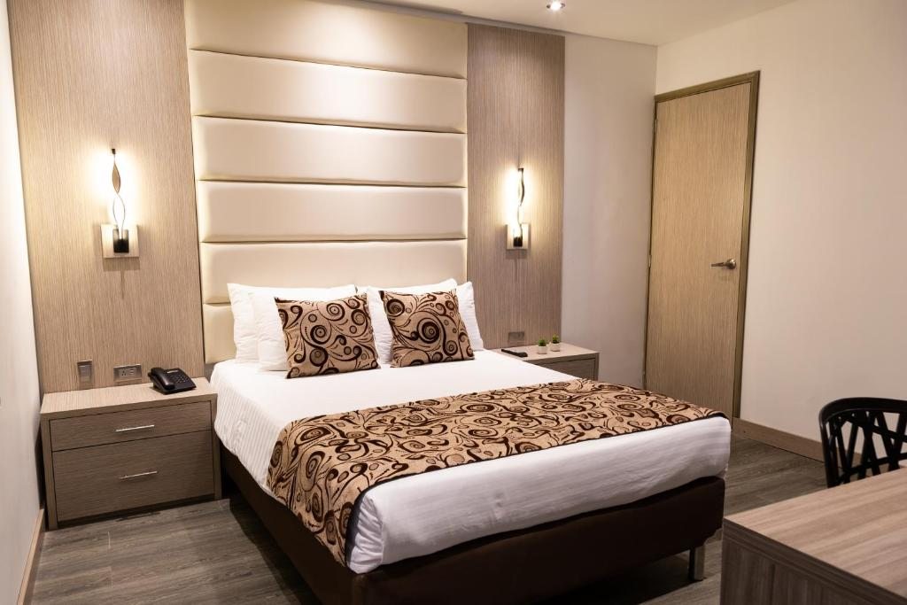 A bed or beds in a room at Hotel Laureles Loft