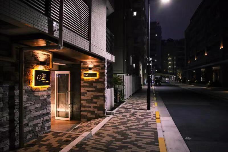 The facade or entrance of Shu-shinjuku hotel