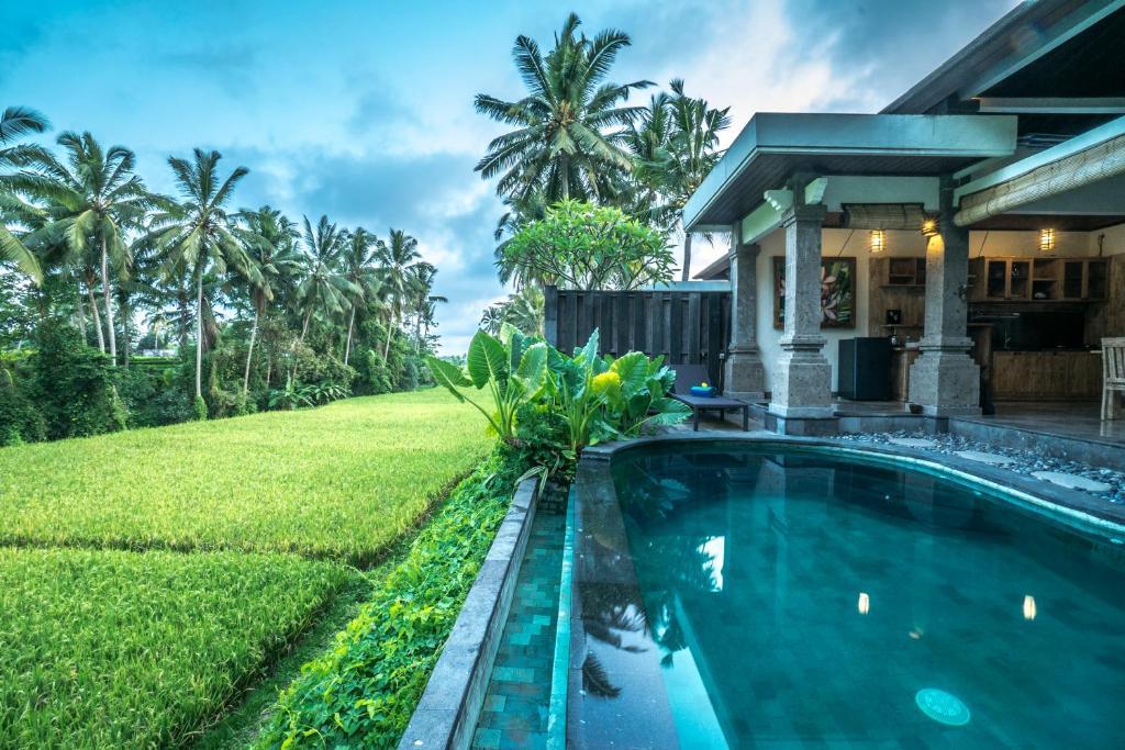 The swimming pool at or close to Villa Kirani Ubud