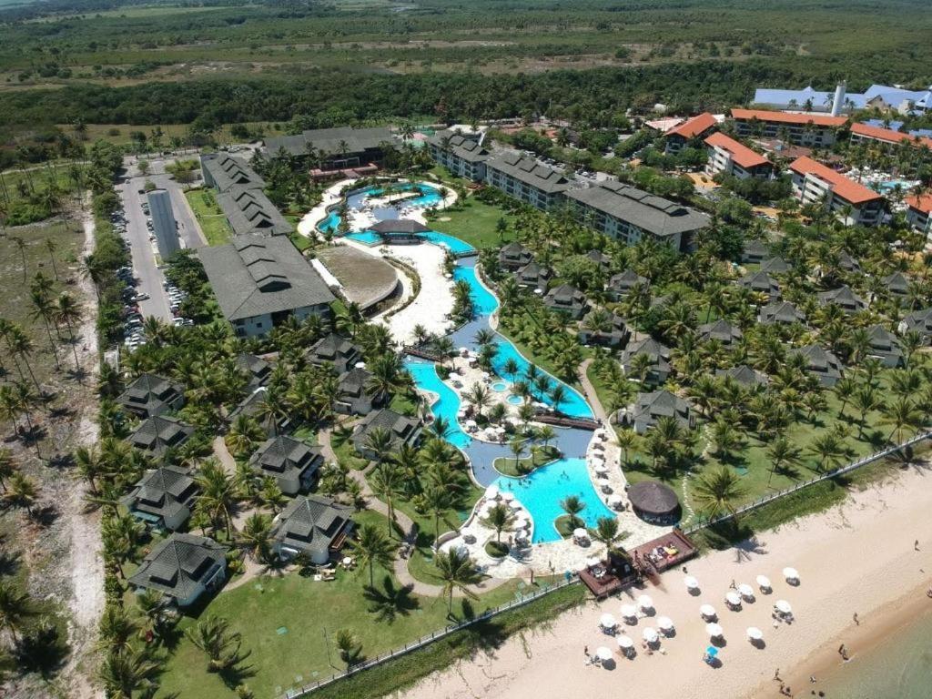 Uma vista aérea de Beach class muro alto Beira mar