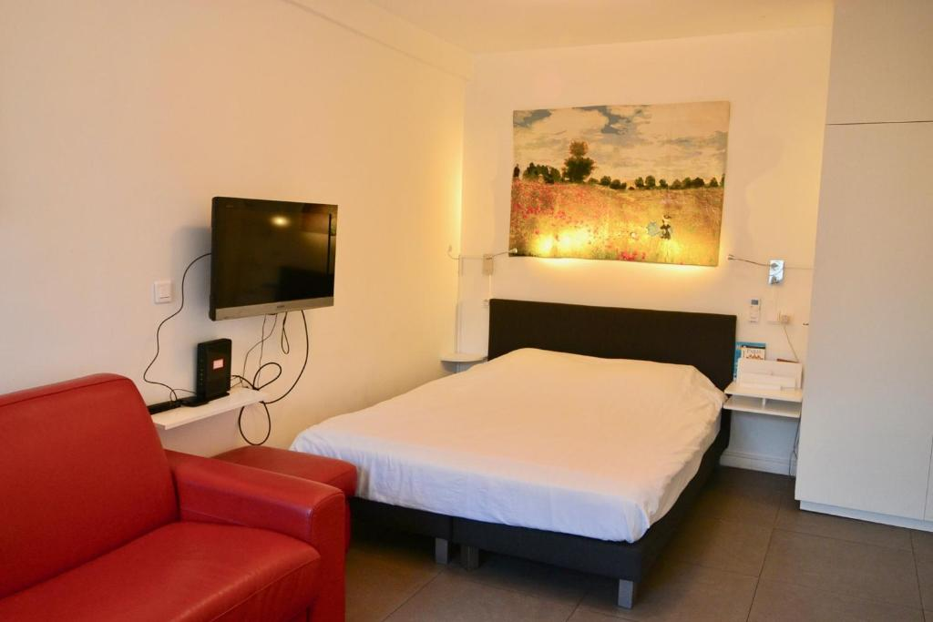 A bed or beds in a room at Studio Fontaine Des Innocents
