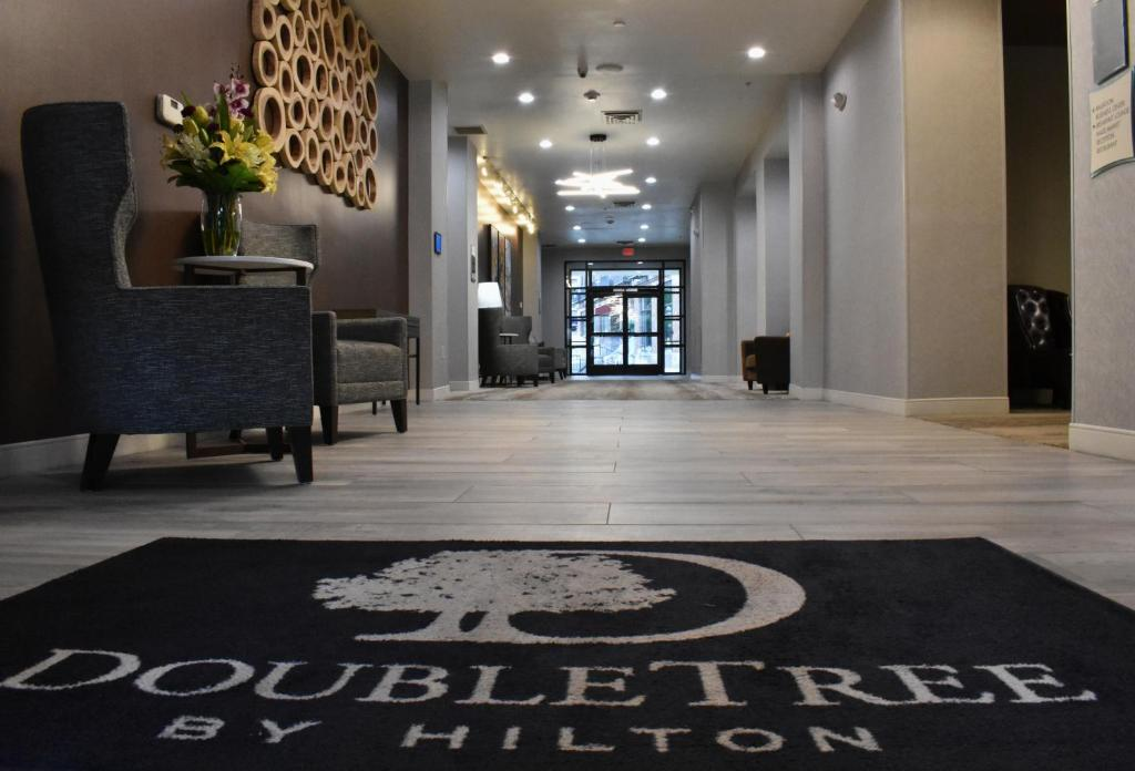 The lobby or reception area at Doubletree By Hilton Helena Downtown
