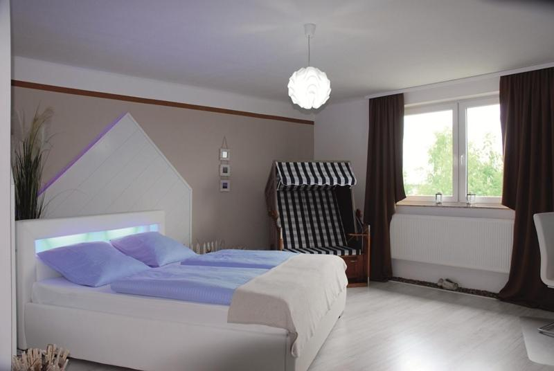 A bed or beds in a room at Hotel Rosenhof