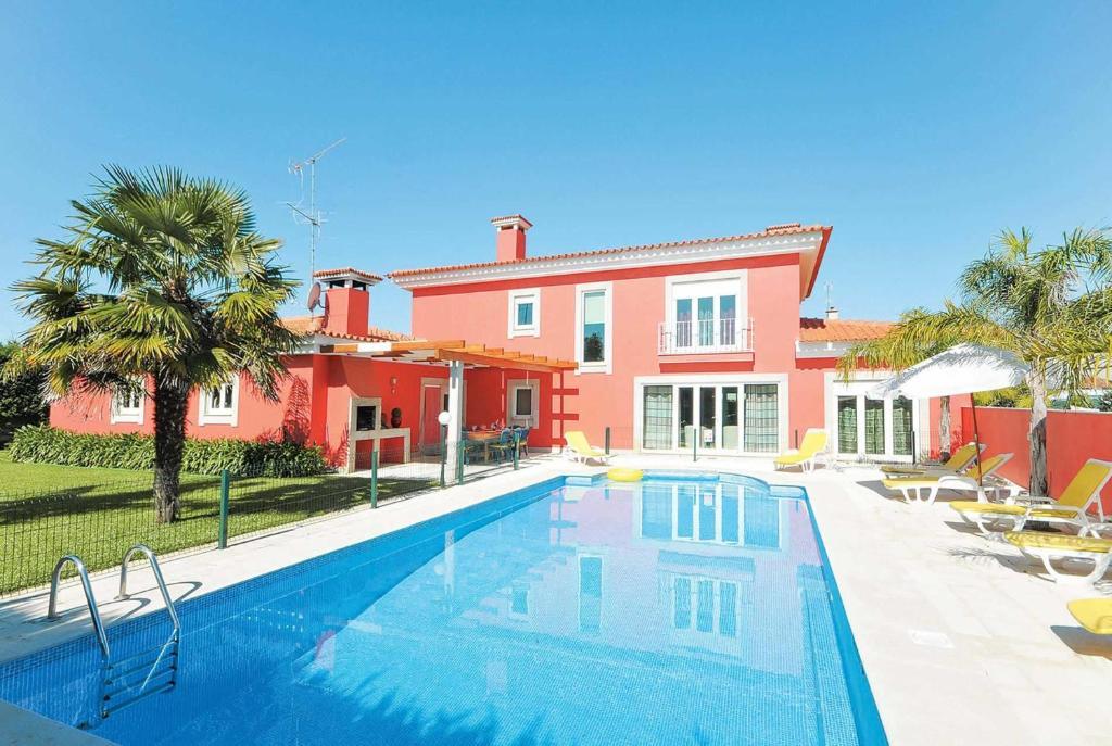 The swimming pool at or near Villa Isabella Esposende Costa Verde