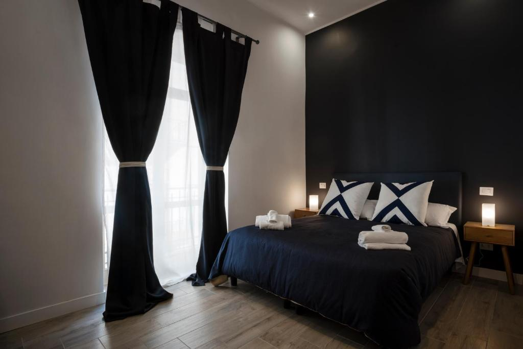A bed or beds in a room at Sant'Alfonso Bed and Breakfast Napoli