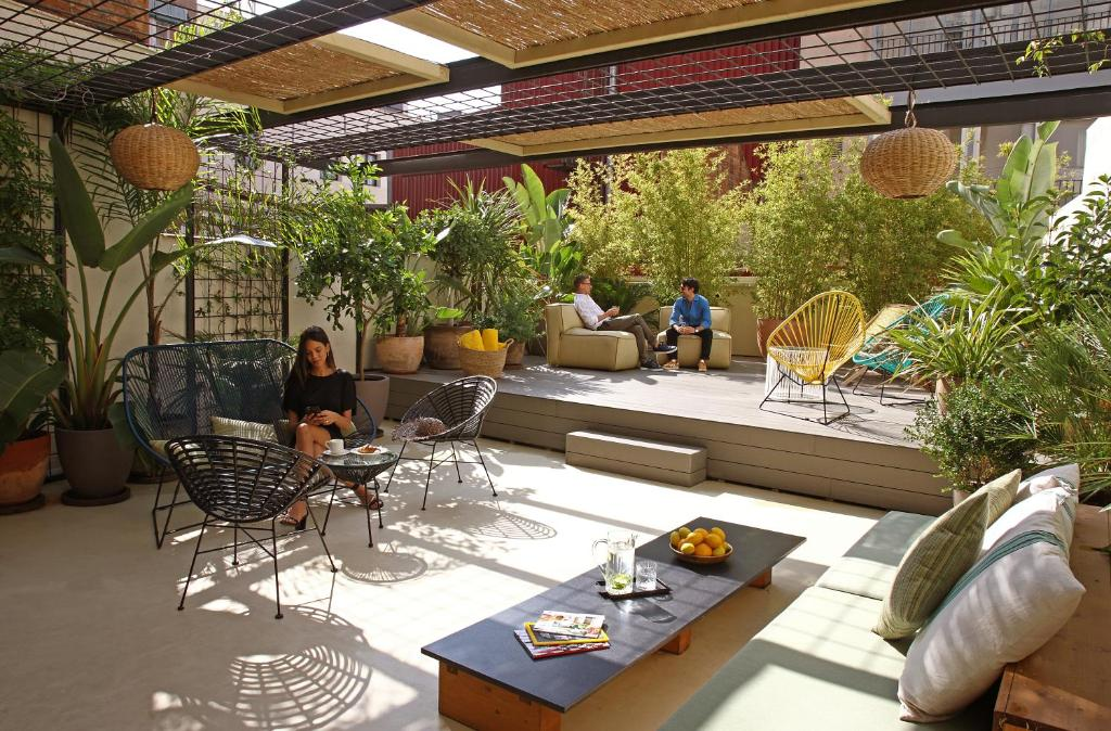 Guests staying at Chic & Basic Lemon Boutique Hotel
