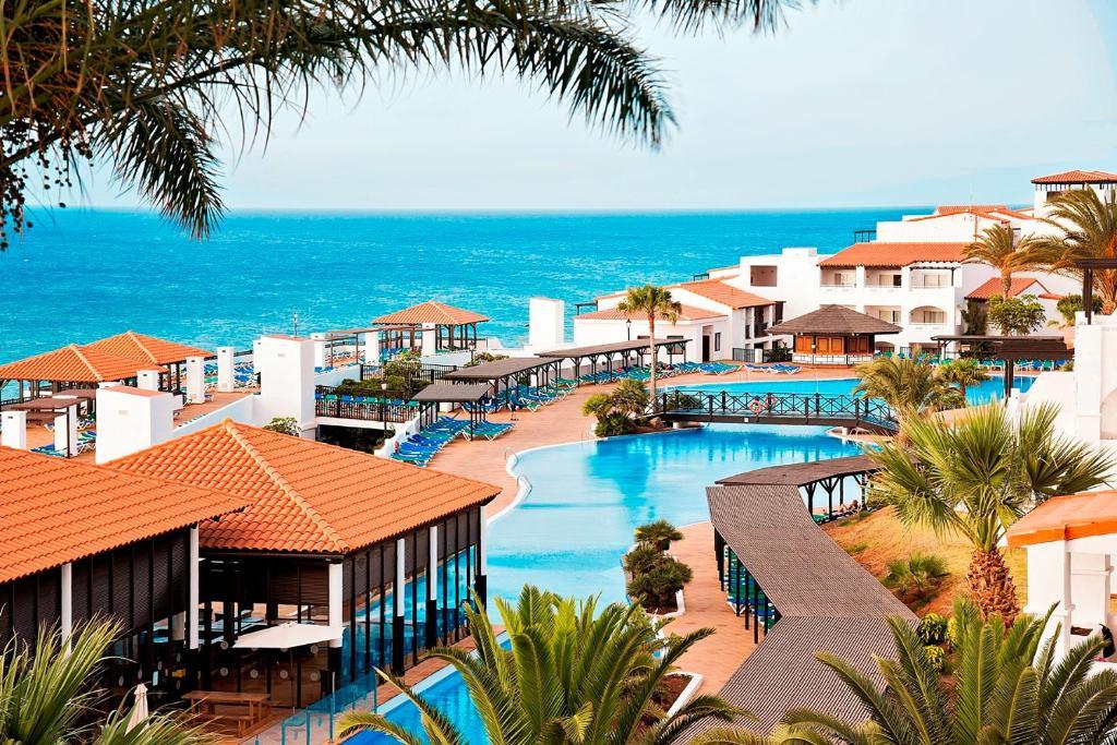 Vue sur la piscine de l'établissement TUI Magic Life Fuerteventura ou sur une piscine à proximité
