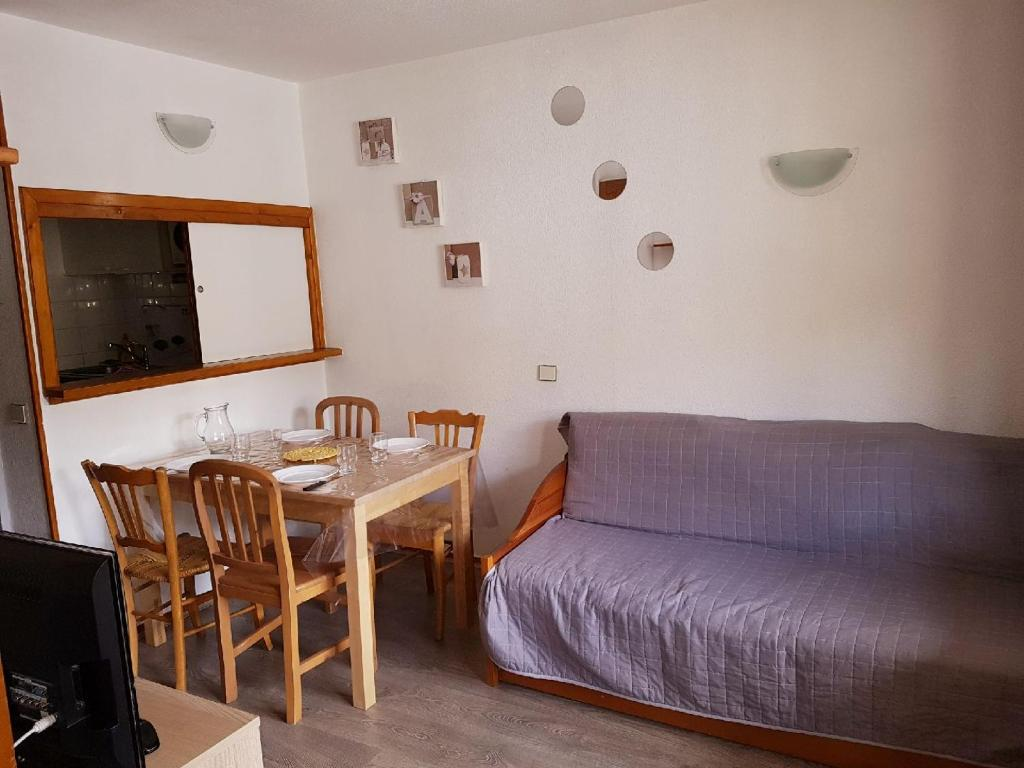 A seating area at Résidence le hameau du borsat